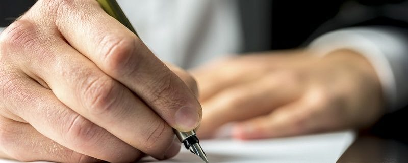 Contract Lawyerin Los Angeles drafting business contract